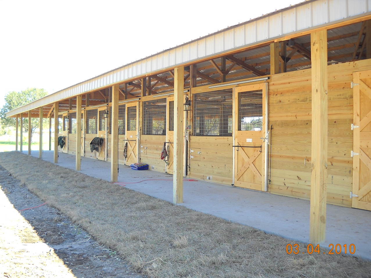 20 stall horse barn pictures to pin on pinterest pinsdaddy for 4 horse barn